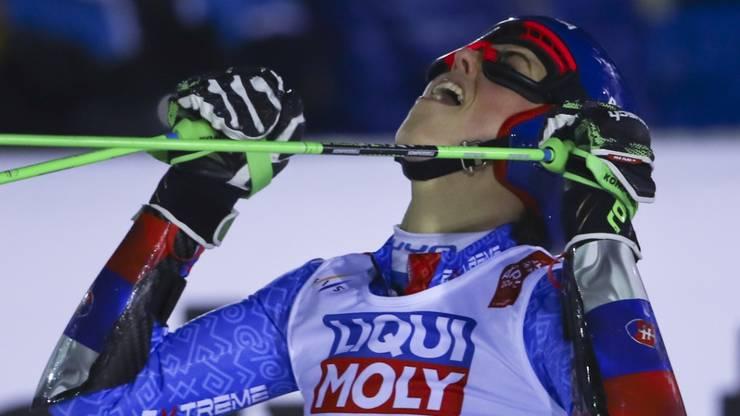 Petra Vlhova feiert ihren Sieg im WM-Riesenslalom.