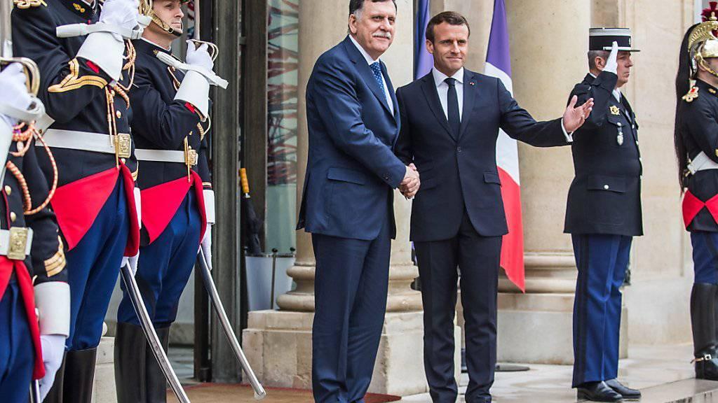 Präsident Macron hat dem Chef der international anerkannten libyschen Regierung, Fajis al-Sarradsch, Frankreichs Unterstützung zugesagt.