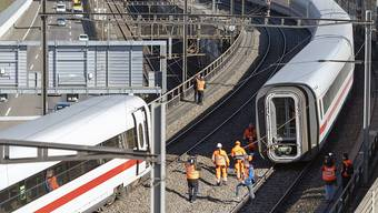 epa07378432 A derailed Intercity-Express (ICE) train of German railway company Deutsche Bahn (DB) in Basel, Switzerland, 18 February 2019. The railway line between Switzerland and Germany is currently interrupted. According to DB, the closure could last until the evening of 19 February. There were no injuries reported as a result of the accident. EPA/GEORGIOS KEFALAS