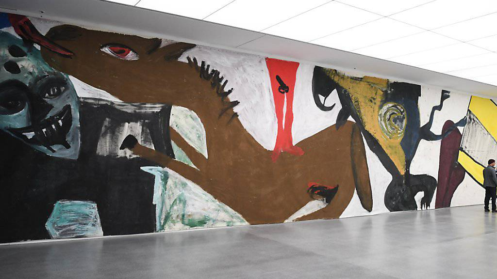 Blick auf einen Teil des 140 Meter langen und 4,40 Meter hohen Bilds «Die Umgebung der Liebe» von Martin Disler im Kunstmuseum in Chur. Die Ausstellung ist bis am 26. Mai zu sehen.(KEYSTONE/Gian Ehrenzeller)