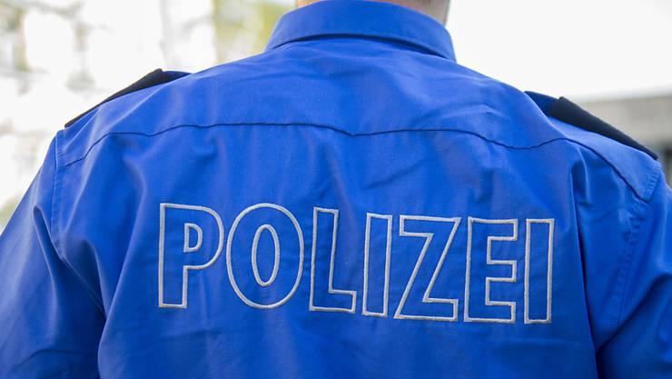 Ein Unbekannter in Basel beim Bahnhof eine 18-jährige Frau überfallen.