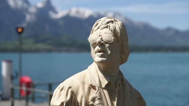 Polo Hofer gibt es jetzt auch als Statue