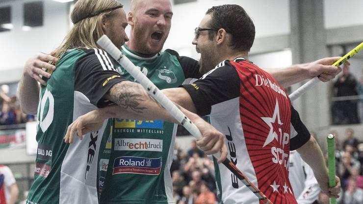 Wilers Lassi Vänttinen, Henrik Olofsson, Matthias Hofbauer  (von links) dürfen den Qualifikationssieg bejubeln.