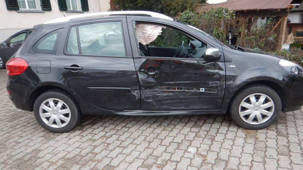 Nach einem Verkehrsunfall in Islikon musste am Samstag eine Frau ins Spital gebracht werden.