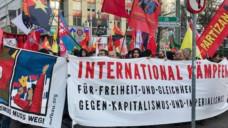 An einer Demonstration in Basel gegen Imperialismus und Kapitalismus haben am Samstagnachmittag  mehrere hundert Personen teilgenommen.