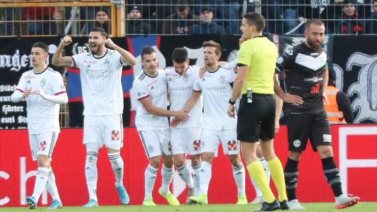 Grund zum Jubeln: Der FCB gewinnt in Lugano mit 3:0.
