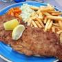 Das Cordon bleu wird meist mit Pommes und Gemüse serviert. (Symbolbild)