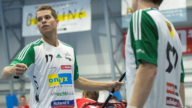 Wilers Simon Garnier jubelt während dem Spiel zwischen dem SV Wiler-Ersigen und Floorball Köniz.