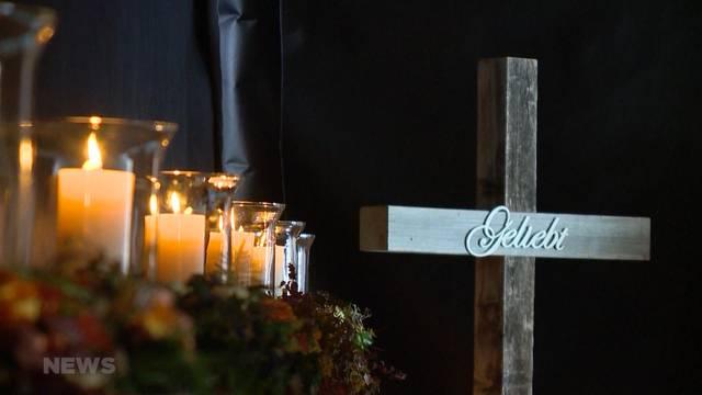 Adelbodner Bevölkerung gedenkt Busopfern von Schweden