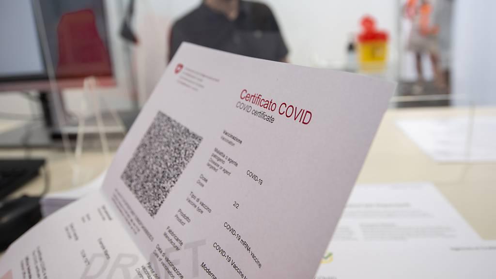 Mehrheit ist für kostenpflichtige Tests für Covid-Zertifikat
