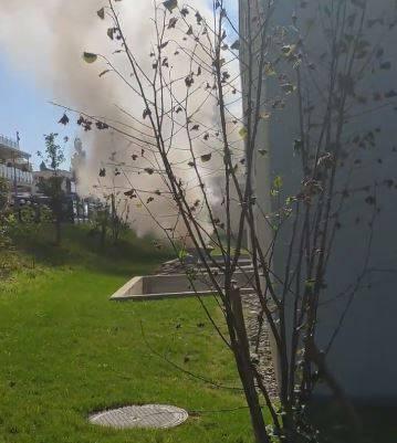 Rauch steigt aus der Lüftungsanlage.