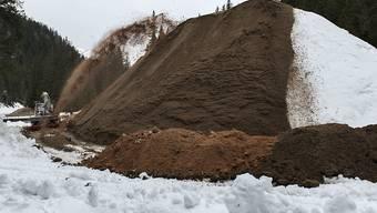 Beim Snow-Farming wird Schnee in ein Depot gebracht