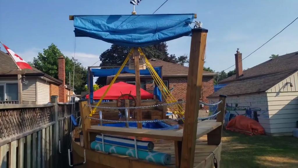 Vater baut Kindern Piratenschiff – doch Nachbarn spielen nicht mit