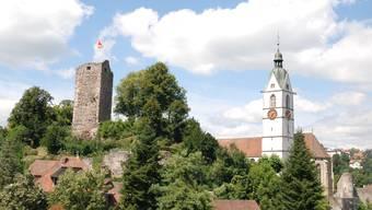 Blick auf Burg und katholische Kirche in Laufenburg