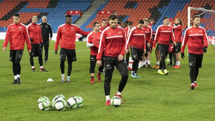 Die Schweizer Nationalmannschaft bei einer Trainingseinheit am Tag vor dem Rückspiel gegen Nordirland