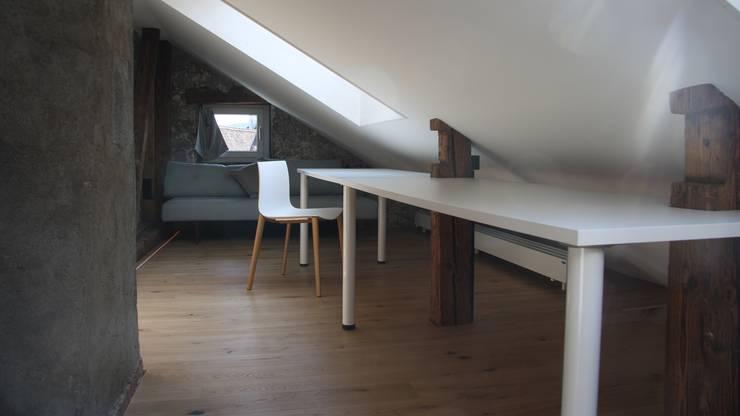 """Das """"Oberstübchen"""" der Duplex-Wohnung unter dem Dachstock."""