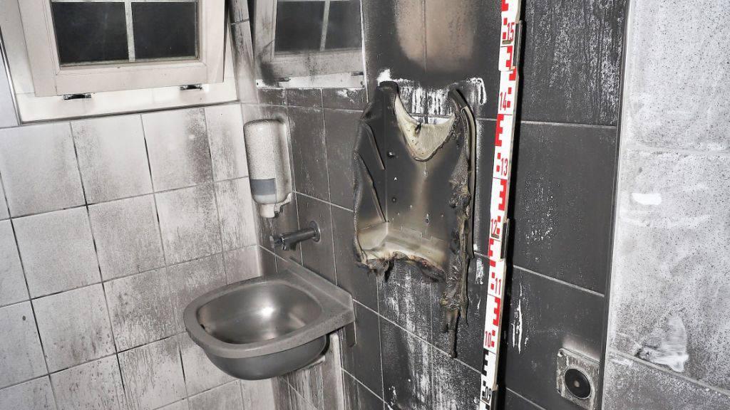 Feuer in öffentlicher Toilette in Glarus