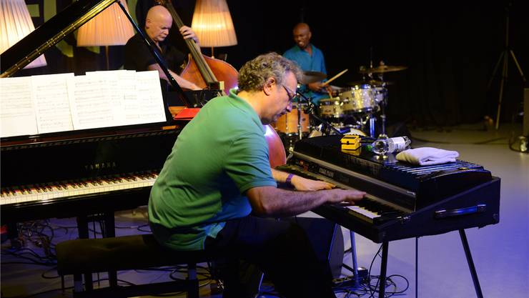 Uri Caine greift in die Tasten seines Fender Rhodes. sophie anderhub