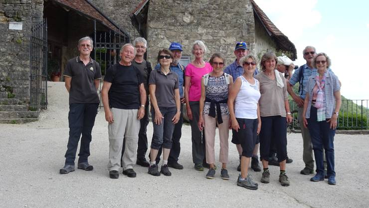 Gruppenbild beim Schloss Warenfels
