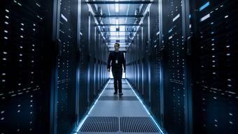 Gewaltige Serverräume als Illustration für das neue Gold: Die unsichtbaren Daten sind ein Milliardengeschäft – und für Basel ein Standortfaktor. (Shutterstock)