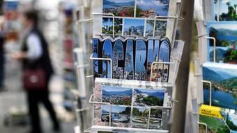 Feriengrüsse per Postkarte sind auch heute noch populär (Archiv)