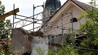 Auch heute steht noch das Gerüst. Der Wiederaufbau ist in die Wege geleitet, aber noch dauert es.