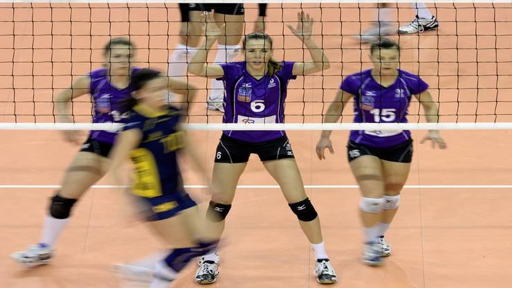 Kerley Becker (Mitte) hat ihre Rolle im Team schnell gefunden. Keystone