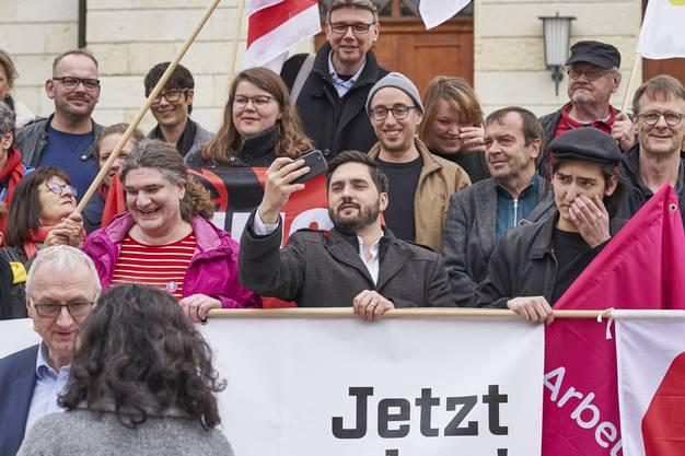 SP Nationalrat Cédric Wermuth (mitte) und Stv. Staatsschreiber Urs Meier (unten links).
