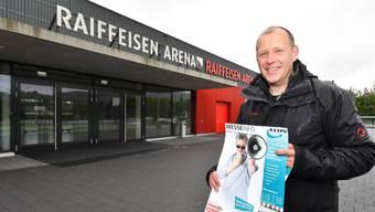 Christian Riesen vor der Rexpo-Messehalle, der Raiffeisen Arena in Hägendorf.