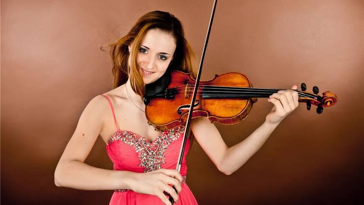 Sechs bis sieben Stunden Geigenspiel pro Tag sind der Richtwert in ihrem Leben: Geigerin Elea Nick.