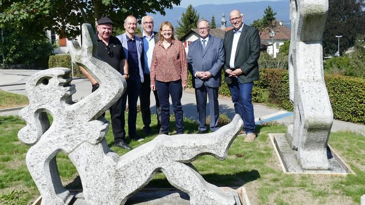 Von links:  Olivio Travaglini, Nachkomme; Peter Zumbach, Gemeinderat; Hansueli Habegger, Stedtli-Leist,  Trudi Lädrach, Galeristin; Samuel Schmid, alt Bundesrat; Rolf Wälti, Gemeindepräsident.