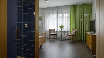 Die Zimmer im Alterszentrum Weihermatt in Urdorf sind zu günstig: Die Gemeinde wird die Hotelleriekosten erhöhen müssen. Die Pflegekosten werden hingegen gesenkt.