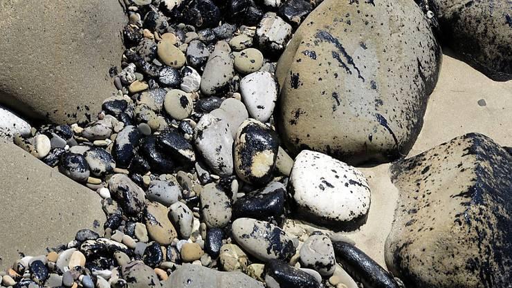 Bereits im Mai verschmutzen Ölklumpen Strände südlich von Santa Barbara
