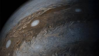 Der Jupiter mit seinen Gaswolken. Das Foto wurde von der Raumsonde Juno geschossen.