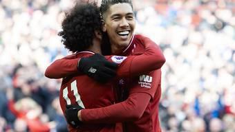 Liverpools Doppeltorschütze Roberto Firmino (rechts) freut sich mit Mohamed Salah