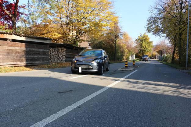 Ein 90-jähriger Mann wurde am Mittwochmorgen von einem Auto erfasst. Er musste mit der Ambulanz ins Spital gebracht werden und unterlag einigen Stunden später seinen Verletzungen. Der genaue Unfallhergang wird nun durch die Kantonspolizei Zürich und die Staatsanwaltschaft Winterthur/Unterland untersucht.