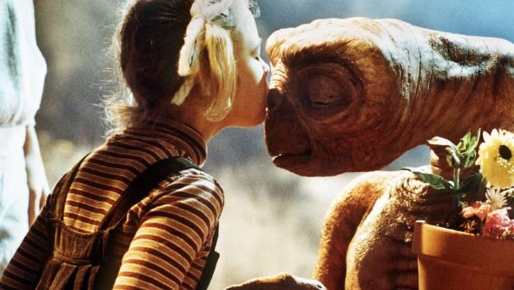 """Drew Barrymore (l) als Gertie in """"E.T."""" weckte im Regisseur Steven spielberg den Wunsch, selber Kinder zu haben. (Archivbild)"""