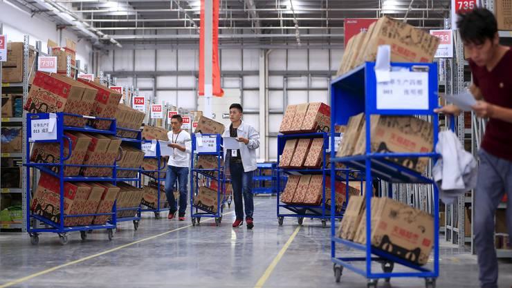 Schweizer bestellen nicht nur eifrig in Chinas Online-Shops, sondern verkaufen ihre Produkte zum Beispiel beim Onlineriesen Alibaba nach China.