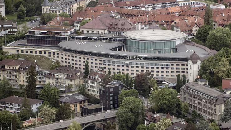 Der Berner Kursaal thront neben der Kornhausbrücke.