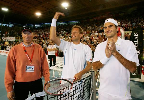 2006 spielte Federer in der Graben-Halle in Siders mit seinem Freund Yves Allegro erstmals ein Benefizspiel zu Gunsten seiner Stiftung.