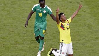 Kolumbiens Cuadrado jubelt, Senegals Sadio Mané zieht geschlagen davon