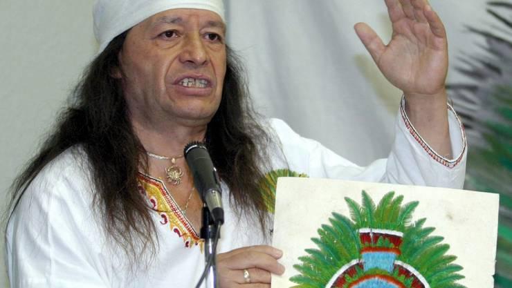 Mexiko bemüht sich schon lange darum, dass Österreich Moctezumas Federkrone restituiert. Conchero-Tänzer und Aktivist Xokonoschtletl Gomora (Bild) gründete 1993 extra eine Vereinigung, deren Zweck die Wiedererlangung des Federschmucks ist. (Archivbild)