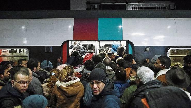Generalstreik – auch am Pariser Gare du Nord.