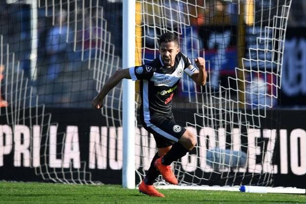Jonathan Sabbatini bejubelt seinen Treffer zum 1:1 für Lugano.