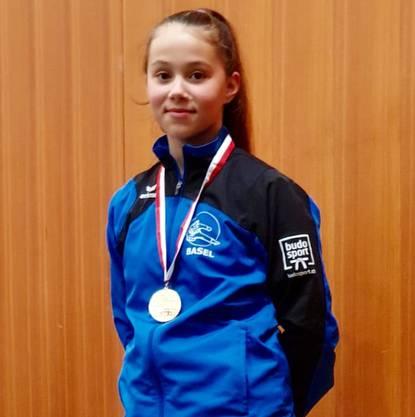 Goldmedaille Einzel Kata Mädchen 12 Jahre
