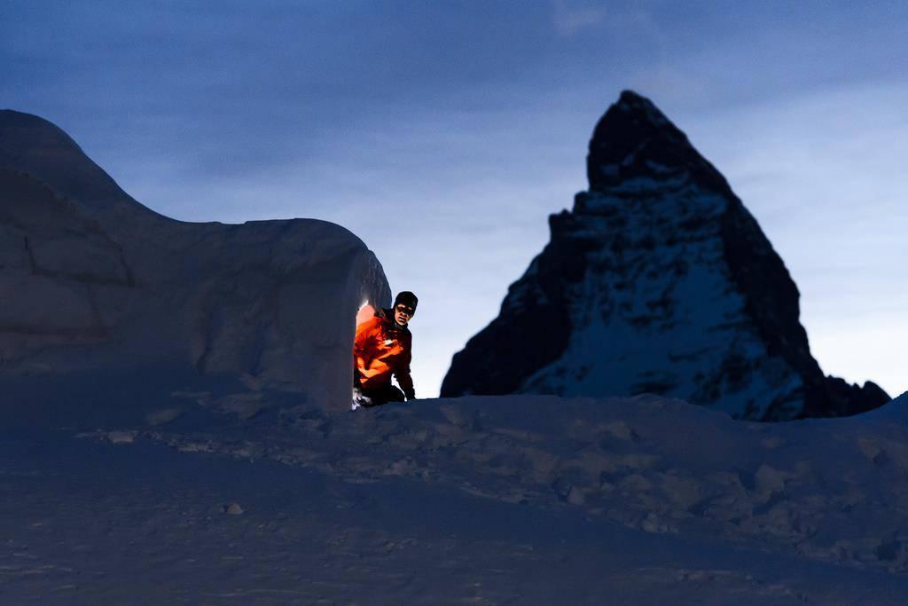 Brrrr ...! In Zermatt kann man in einem Iglu-Hotel übernachten. (© Keystone/Jean-Christophe Bott)
