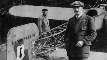 Oskar Bider am 26. Juli 1913 nach der Ankunft auf der Schützenmatt in Basel nach dem Rückflug von Mailand. zvg/Johannes Dettwiler, Thun