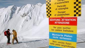 Im ganzen Wallis herrscht Lawinengefahr (Symbolbild)