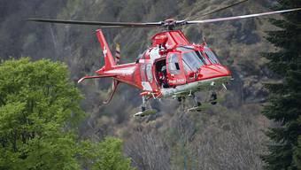 Die Helfer, die mit dem Helikopter zum Unfallort kamen, konnten nur noch den Tod des Mannes feststellen. (Archivbild)