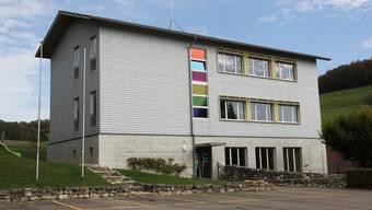 Das ehemalige Schulhaus stellte sich als idealer Mobilfunkantennen-Standort heraus,